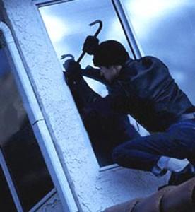 Arrestati dalla Polizia due pregiudicati messinesi. Hanno tentato di svaligiare una casa in pieno centro