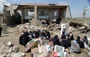 Iran: due forti scosse, oltre 180 le vittime. Di magnitudo 6.2 e 6.0 hanno colpito Tabriz, nel nord-ovest del Paese. Si contano anche 400 feriti