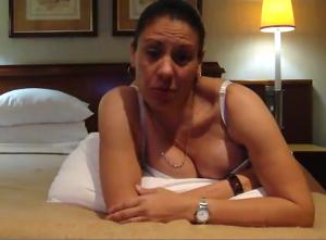 Karina Bolanos, viceministro della cultura dice addio alla poltrona per un video postato su You Tube.