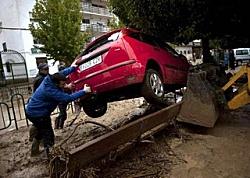 """Inondazioni in Spagna, """"almeno 10 morti"""". Fiumi di fango nel sudest"""