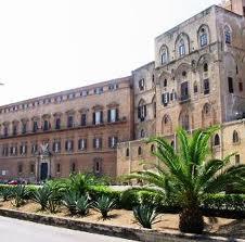 Regione : consulta da ragione a Sicilia su norme manovre finanziaria.