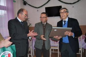 """Targa dell'Associazione """"La Fenice"""" a Claudio Ceccotti."""