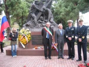 Messina. Deposta stamani una corona di fiori dal Consolato Generale della Federazione Russa a Palermo al Monumento dedicato ai Marinai Russi.