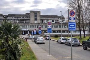 """Asp Catanzaro: posta la segnaletica per 30 parcheggi riservati ai disabili nel presidio ospedaliero """"Giovanni Paolo II"""" di Lamezia Terme."""