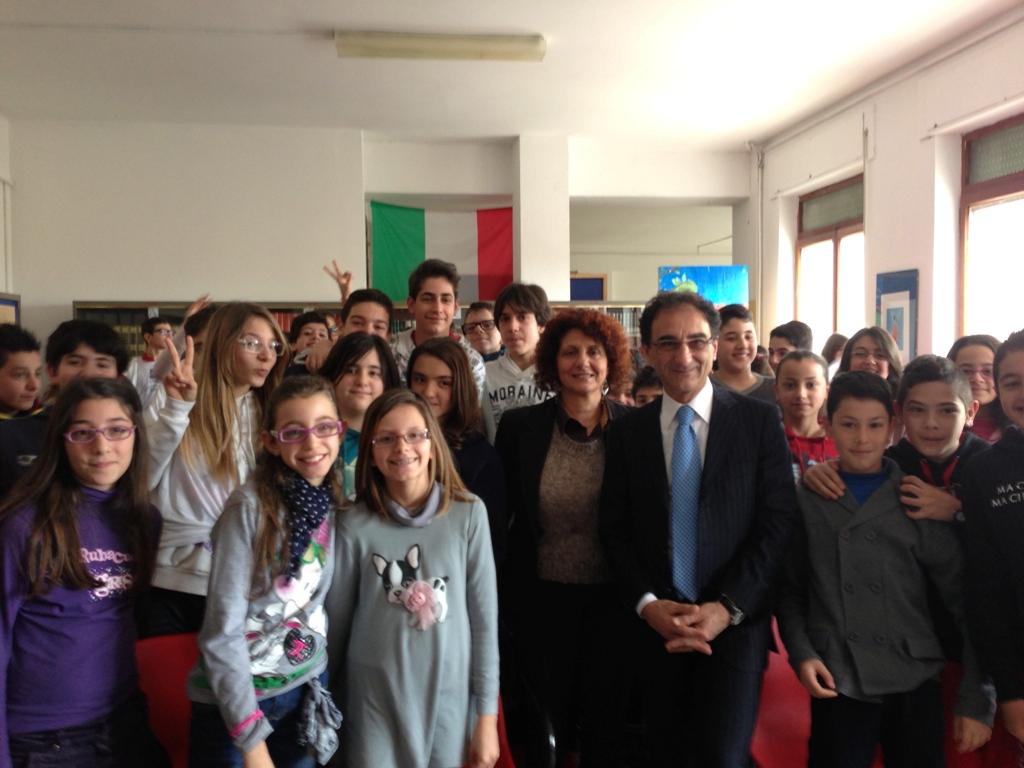 Catanzaro il sindaco incontra i ragazzi della scuola for Racconti fantasy inventati da ragazzi di scuola media