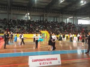 La prima giornata delle Danze di coppia al Palasport di Acireale. Campionato regionale siciliano di Danza Sportiva