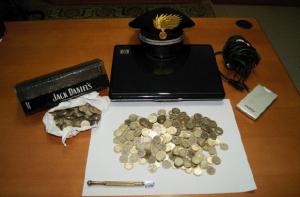 Centrache (Cz): rubano Pc e monete dalle slot machines di un bar. I carabinieri scovano i tre ladri.