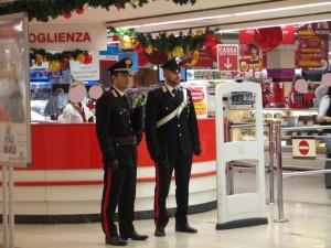 "Palermo: rubano due Tablet all""Auchan"". Carabinieri arrestano due 19enni incensurati."