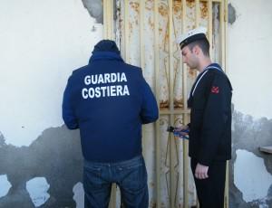 Reggio Calabria. La Guardia Costiera pone sotto sequestro manufatto abusivo.
