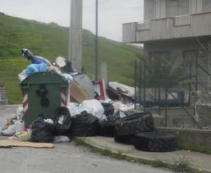 Guardavalle (Cz). Gli pneumatici usati dove si gettano? Tra i rifiuti urbani sicuramente no.