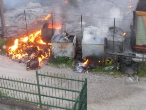 Incendiati i suppellettili dell' Isola ecologica a Guardavalle Centro (Cz)