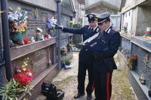 Cardinale: i Carabinieri denunciano una persona per il reato di vilipendio di tombe.