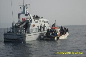 Barcone con 70 immigrati irregolari intercettata e soccorsa al largo di Badolato (Cz).