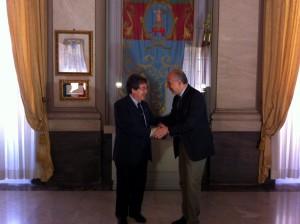 Catania. Palazzo degli Elefanti: Bianco riceve le consegne da Stancanelli.