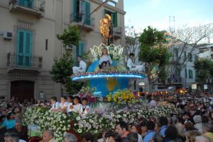 Domani la notte bianca di S. Antonio e Domenica la processione del Carro Trionfale con le Reliquie del Santo.