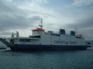 Tragedia nello Stretto di Messina: un 50enne si getta dalla nave traghetto e muore.