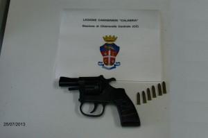 Chiaravalle. I Carabinieri recuperano una pistola clandestina e arrestano il detentore.