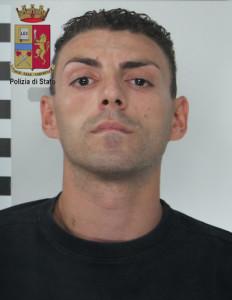 La Polizia di Stato arresta un uomo per rapina aggravata. Ricercato uno dei complici