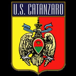 Acr Messina – Catanzaro: sassaiola dei tifosi del Messina contro i rivali scirtati dalla Polizia.