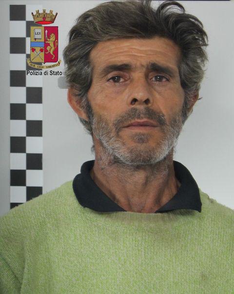 La Polizia arresta un uomo per furto aggravato e danneggiamento. Sorpreso in centro città con un carrello per la spesa a trafugare cavi elettrici