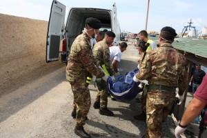 Lampedusa: i militari dell'operazione strade sicure impegnati nelle operazioni di soccorso ai migranti.