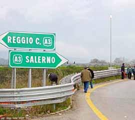 Controlli della Polizia di Stato ai cantieri dell'A3. Due arresti in autostrada.