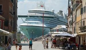 Grandi navi, nuove regole per il transito a Venezia