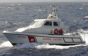 Calabria. Tre pescatori salvati dalla Guardia Costiera alla foce del fiume Crati.