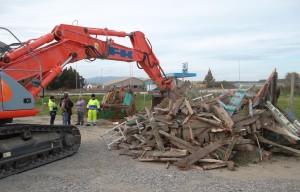 """Guardia Costiera. Porto di Roccella Jonica (Rc): cominciano le demolizioni delle unità """"clandestine""""."""