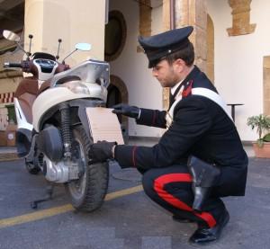 """Palermo: arrestati dai Carabinieri due fratelli """"scippatori"""" dopo avere srattonata a terra un'anziana per derubarla della borsa."""