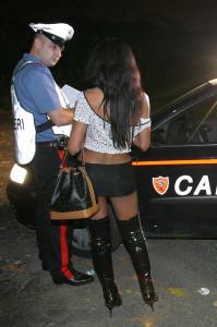 """Carabinieri. Operazione """"Bocca di Rosa"""": 17 arresti  per lo sfruttamento della prostituzione."""