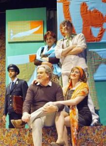 """Barcellona P.G. (Me). Al teatro """"Vittorio Currò"""" la commedia """"Non sparate sul postino""""."""