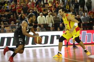 Basket – Incontro Sigma Barcellona/Upea Orlandina. Lancio di bottigliette d'acqua. Due i daspati