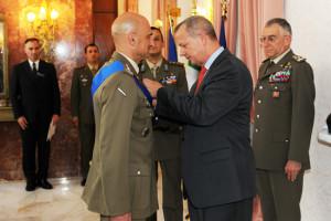 Esercito_ consegna della legion of Merit al gen Portolano 2