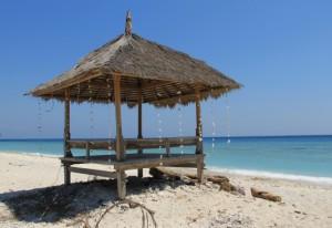 Abusivismo: smantellate capanne lungo litorale jonico reggino
