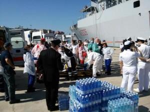 Immigrazione: nave Marina in porto Reggio C., a bordo in 618