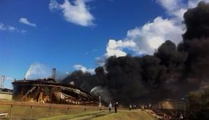 Incendio cisterna raffineria