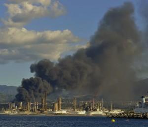 Incendio raffineria (1)