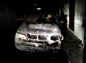 auto incendiata bmw