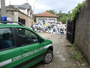 Ambiente: scoperta discarica abusiva vicino cimitero, denunciato sindaco