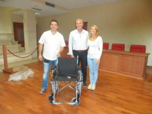 """Chiaravalle Centrale (Cz). L'""""Operazione Scambio"""" consente di donare una sedia a rotelle all'ex ospedale di S. Biagio."""