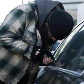 La Polizia di Stato arresta noto pregiudicato per furto aggravato. Refurtiva recuperata e restituita al legittimo proprietario.