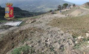 Sigilli ad ex cava adibita a stoccaggio illecito di oltre 3.500 metri cubi di rifiuti speciali, denunciato il titolare.
