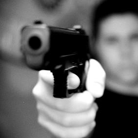 S. Andrea Apostolo dello Jonio: tre persone arresta dai Carabinieri, sono accusati di rapina ai danni di un disabile.