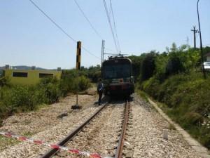 Ardore (Rc). Camminava lungo la massicciata ferroviaria. Colpito da un treno in transito, subisce l'amputazione di una gamba.