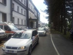 PROTESTA TAXI ROMA PRO OSPEDALE AGNONE 09.05.2015 passaggio davanti ospedale