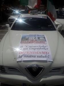 PROTESTA TAXI ROMA PRO OSPEDALE AGNONE 09.05.2015 un taxi della sfilata
