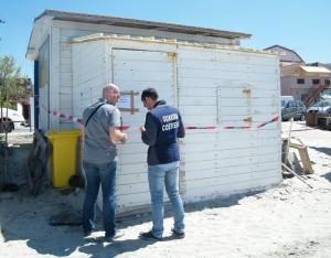 foto sequestro strutture gallico spiaggia