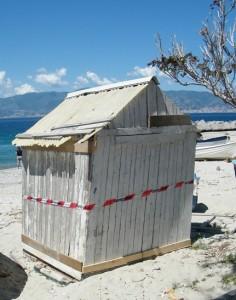 foto sequestro strutture gallico spiaggia gazebo