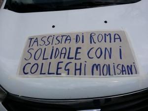 Protesta taxi roma pro ospedale agnone 09.05.2015 slogan su taxi